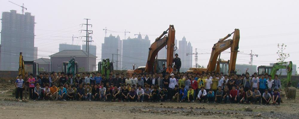 合肥力合学校挖掘机培训学员合影风采